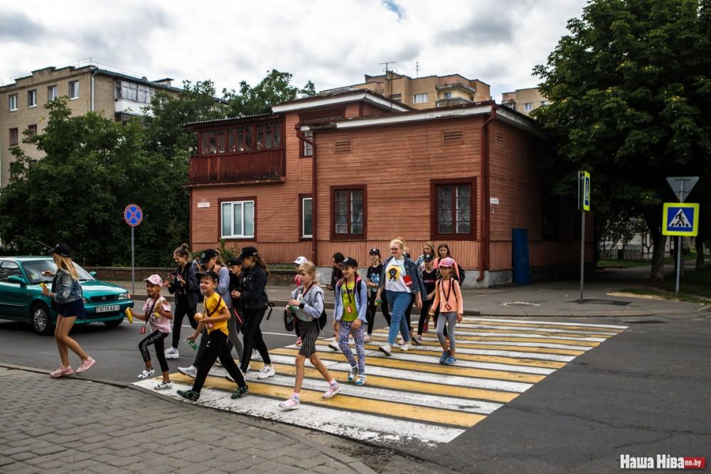 У Караліне захаваліся драўляныя будынкі часоў міжваеннай Польшчы, збудаваныя ў модным тады стылі функцыяналізму