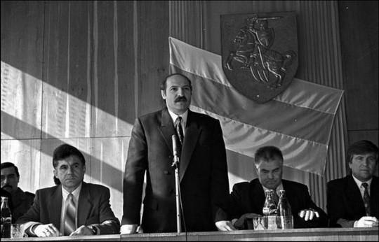 Президент Республики Беларусь Лукашенко - Герб Республики Беларусь Погоня
