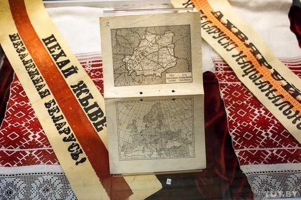 Жыве Беларусь! Карта БНР і Бел-чырвона-белы сцяг